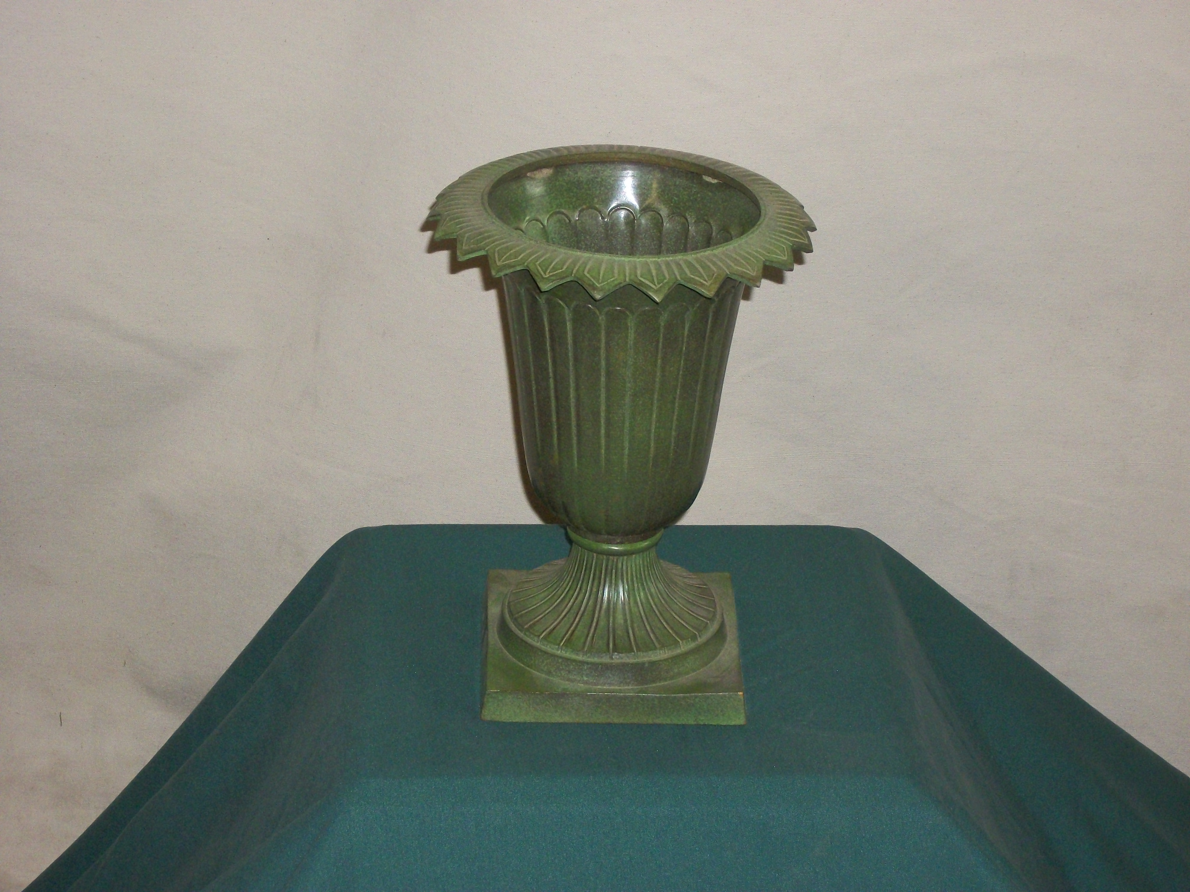 Vases urns and pots 8 small green metal urn reviewsmspy